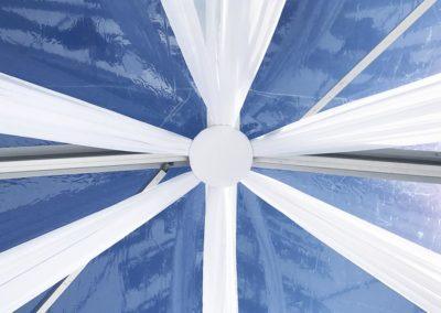 """<h2>Swags</h2><p>Till våra tält med transparenta tak passar våra """"swags"""" i vitt tyg extra bra. Samtidigt hänger vi vita ljusslingor med små vita lampor. Det blir väldigt effektfullt när solen gått ner.</p> <a href=""""/kontakt/"""" class=""""main-btn"""">Kontakta oss</a>"""