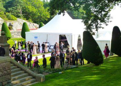 """<h2>Tjolöholm</h2><p>Bröllopsfest vid Tjolöholms slott i Kungsbacka. Tält till mingel och middag.</p> <a href=""""/kontakt/"""" class=""""main-btn"""">Kontakta oss</a>"""